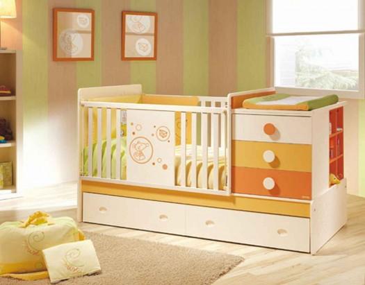 Tempat-Tidur-Bayi-Warna-Warni